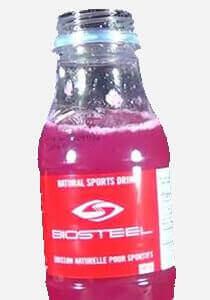 Eine Flasche BioSteel Drink